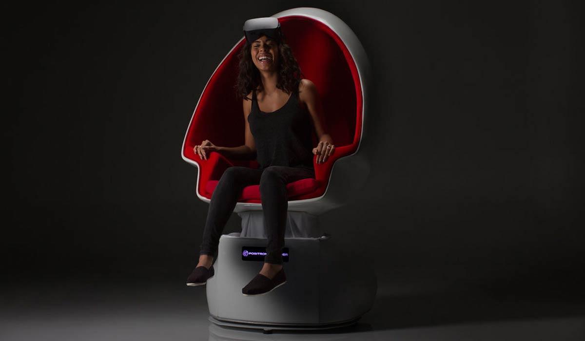 """Der """"Positron Voyager"""" Bewegungsstuhl soll aus einfachen 360-Videos eine vollimmersive Virtual-Reality-Reise machen. Intel ergänzt eine Geruchssimulation."""