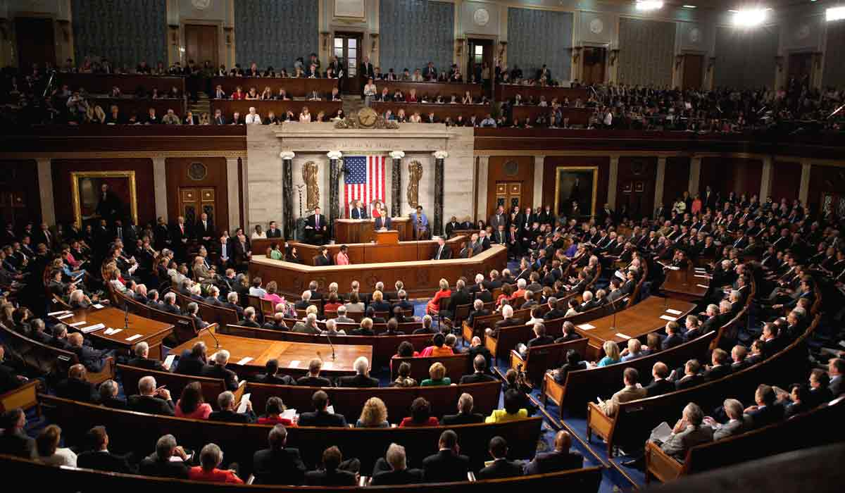 Im Kontext der Mixed Reality wird es neue Regelungen und Gesetze brauchen. US-Politiker schaffen eine Grundlage, um zukünftig informierte Entscheidungen treffen zu können.