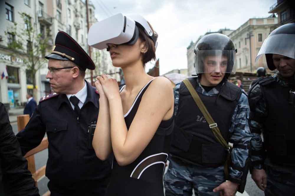 Ekaterina Nenasheva wurde verhaftet und in eine psychiatrische Klinik gebracht, weil sie in der Öffentlichkeit eine VR-Brille trug.