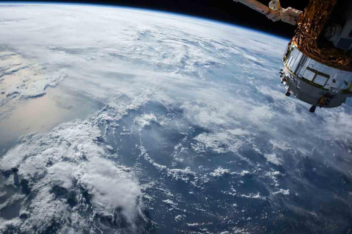 Asgardia lädt sich auf einen Satelliten und schießt sich ins All. Das Ziel ist es, eine anerkannte Nation mit eigenem Territorium zu werden.