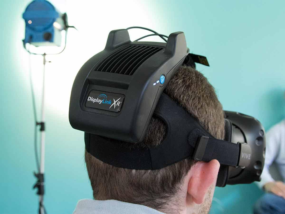 In den kommenden Monaten werden VR-Brillen die Kabel verlieren - zum Beispiel mit Displaylink XR, einem neuen Wireless-Adapter.