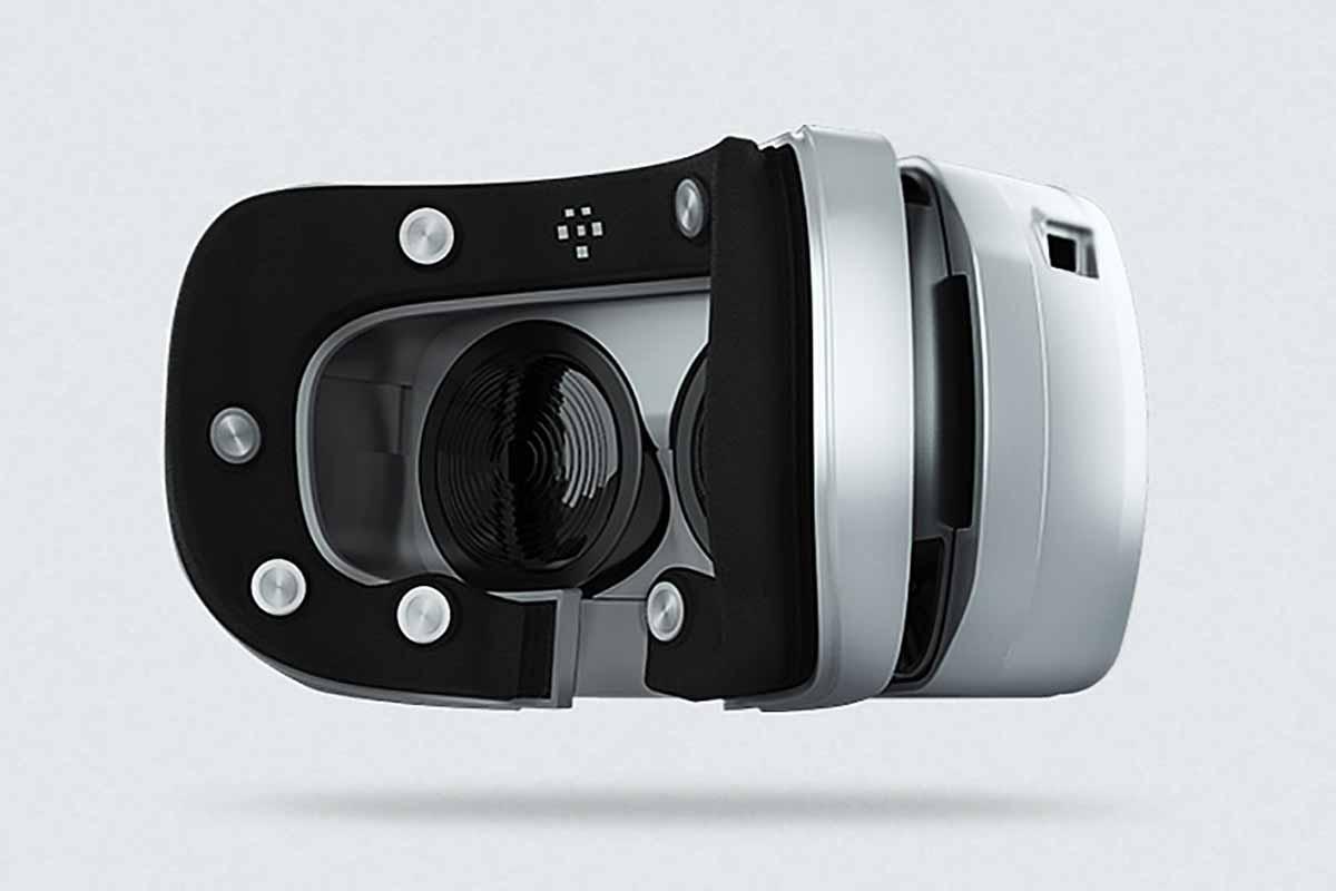 """Die Gesichtstrackingmaske """"Mask"""" von Mindmaze erkennt die Mimik des VR-Brillenträgers mit im Schaumstoffpolster eingelassenen Elektroden."""