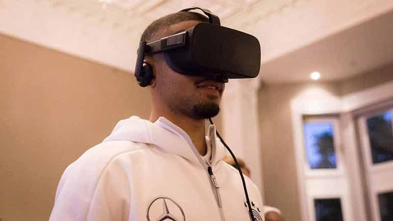 Neben HTC Vive kommt auch Oculus Rift zum Einsatz. Bild: DFB