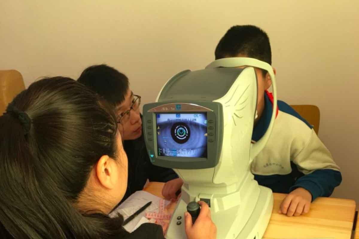 ChinesischeForscher haben eine Studie durchgeführt, um den kurzfristigen Effekt von VR- und Tabletkonsum auf Kinderaugen zu testen.