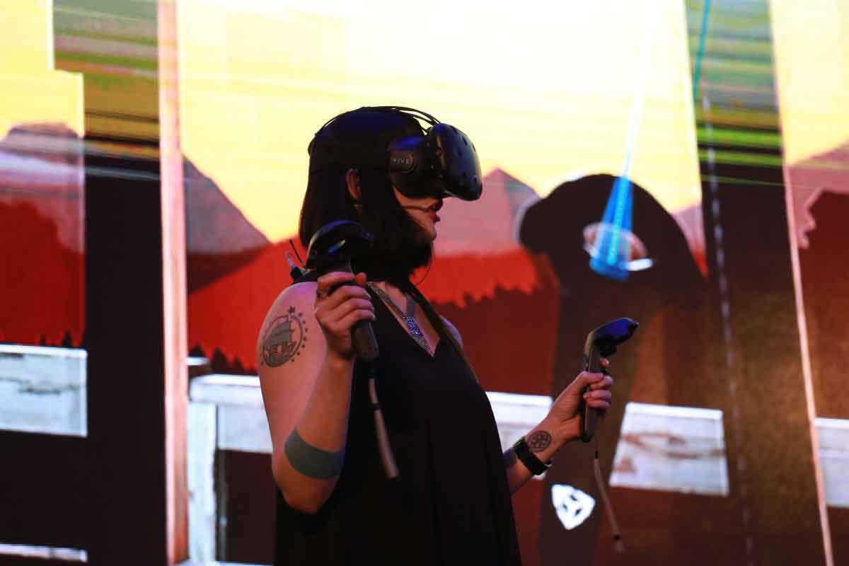 Die VR-Industrie dürstet nach guten Inhalten. Timoni West liefert eine simple Anleitung für den Start in die VR-Entwicklung.