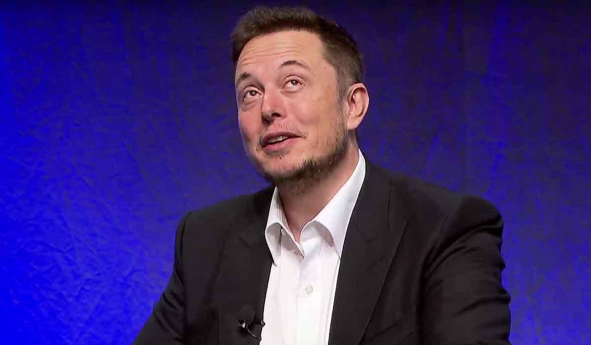Laut Elon Musk wird die Menschheit mit einer Wahrscheinlichkeit von 90 Prozent durch eine Künstliche Intelligenz vernichtet.