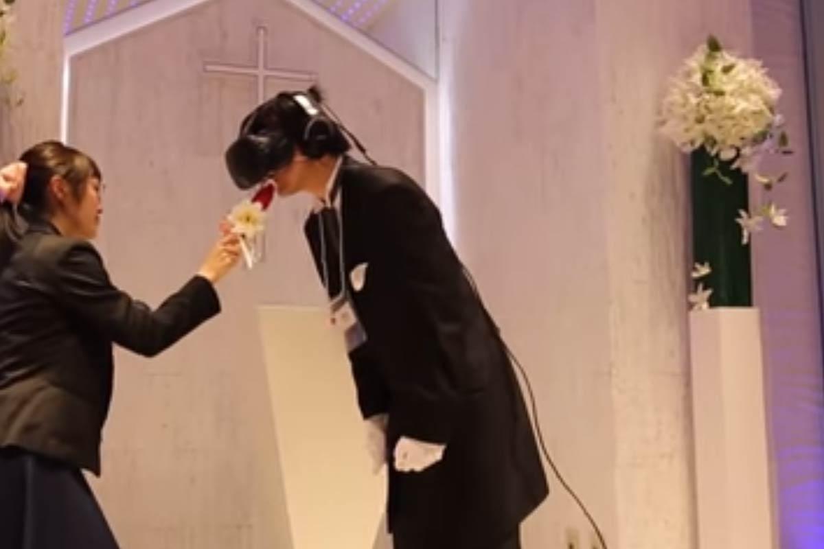 Die Japaner sind bekannt für ihre Tech- und Anime-Begeisterung. Ein Bräutigam vereint die beiden Welten und heiratet sein Comic-Ideal.