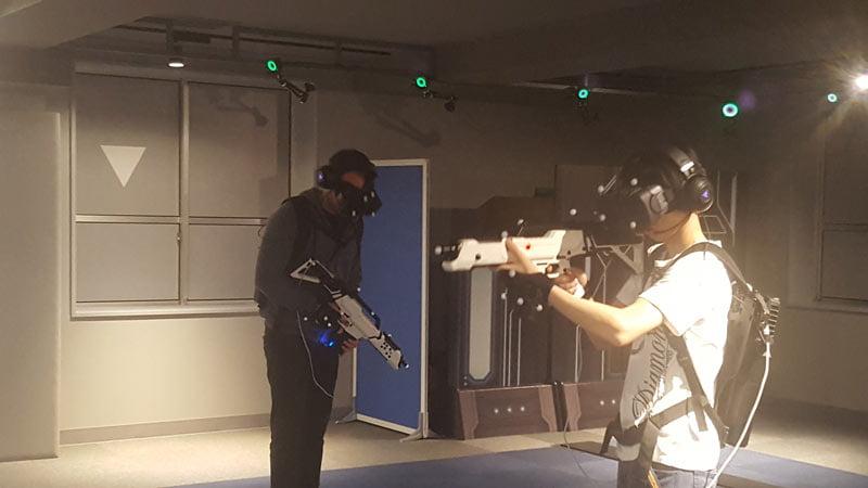 In voller Montur: Die VR-Ausrüstung wirkt komplexer, als sie eigentlich ist.