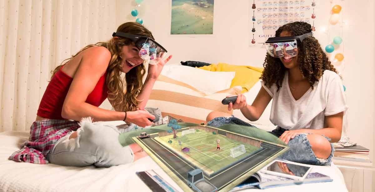 Die AR-Brille Prism des Herstellers Mira soll ähnlich wie Smartphone-VR-Brillen einen einfachen Zugang zu einer komplexen und neuen Technologie schaffen.