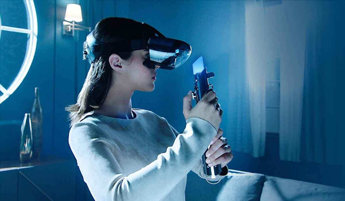 Gemeinsam mit Disney entwickelt Lenovo eine Augmented-Reality-Brille fürs Smartphone. Es gibt verschiedene Apps, darunter ein Jedi-Training.