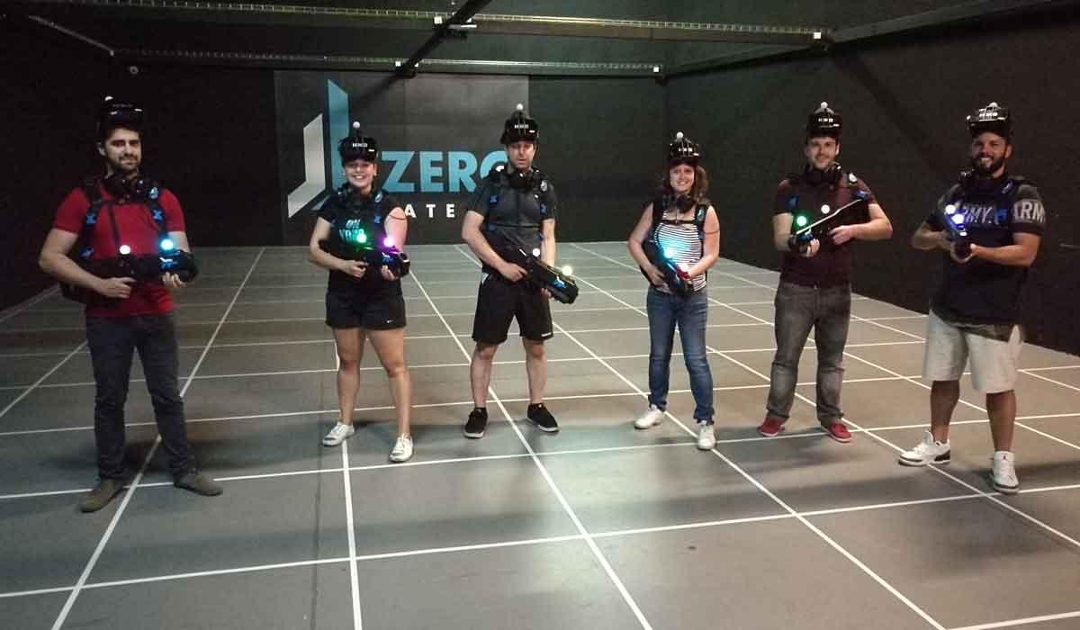 """VR-Spaß auf 180 Quadratmetern: Die VR-Arcade """"Zero Latency"""" bezeichnet sich selbst als """"Warehouse-Scale"""" Virtual-Reality-Erlebnis."""