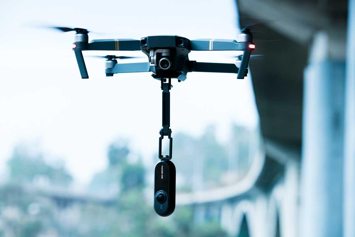 Die Insta360 ONE wartet mit einer Reihe neuer Features auf: So kann man herkömmliche Videos nachträglich aus 360-Grad-Aufnahmen extrahieren.