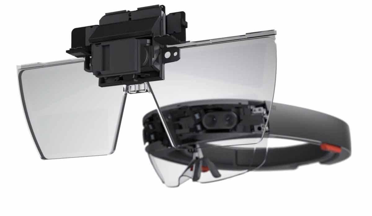 Google könnte seiner Augmented-Reality-Initiative fürs Smartphone eine ausgewachsene AR-Brillebeiseitestellen, die mit Microsofts Hololens konkurriert.