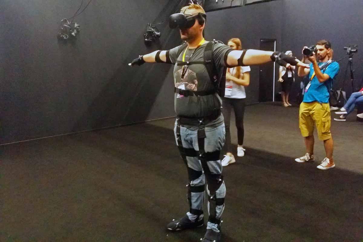 Auf der Gamescom 2017 zeigt das Unternehmen VRTech ein außergewöhnliches Virtual-Reality-Erlebnis mit vollständiger Körpererfassung.