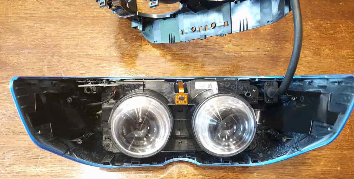 Ein VR-Entwicklerhat den Schraubenzieher in die Hand genommen und Acers VR-Brille für Windows Mixed Reality zerlegt.
