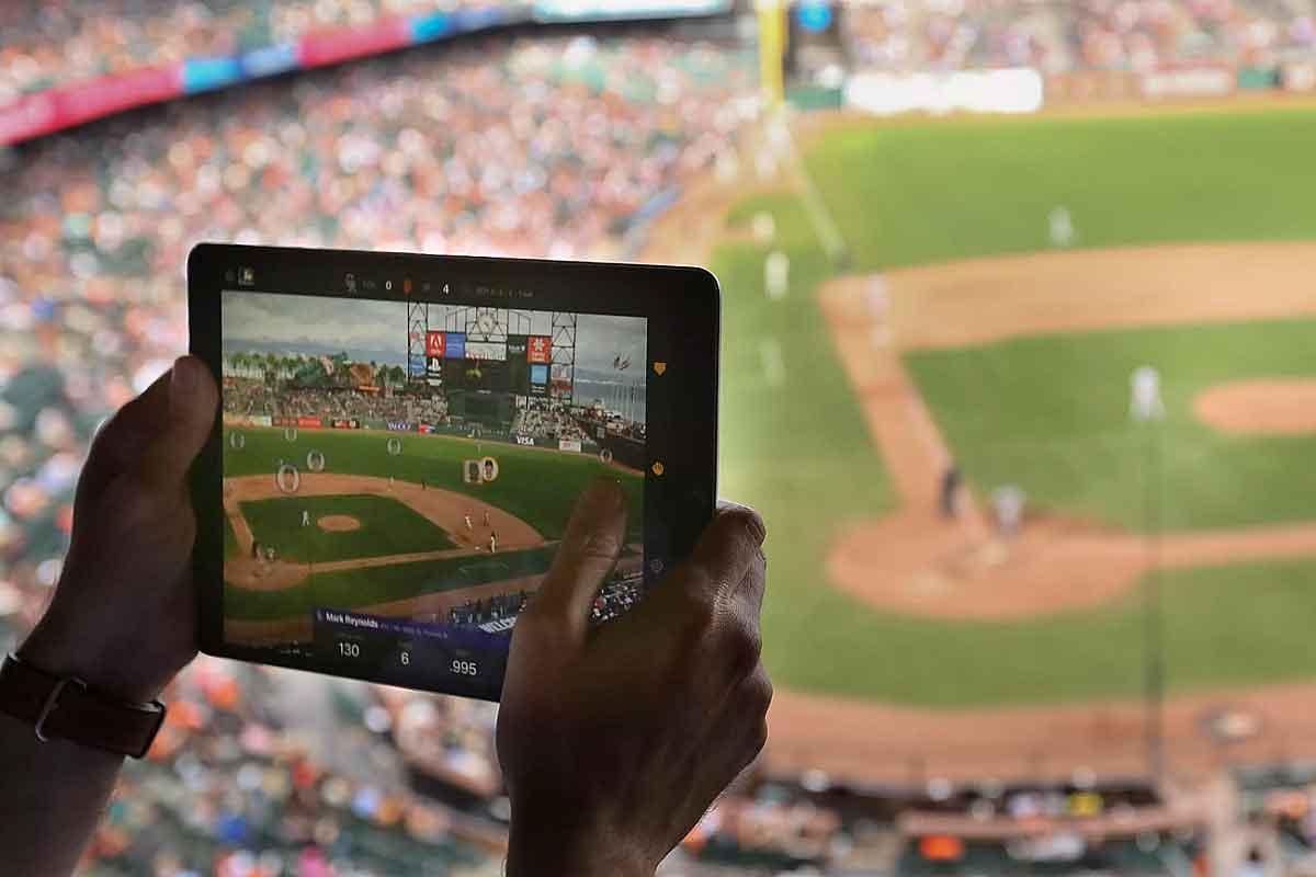 """Die AR-Version der Baseball-App """"At Bat"""" zeigt detaillierte Spielerstatistiken an. Die Daten stammen allerdings von einem externen Gerät."""
