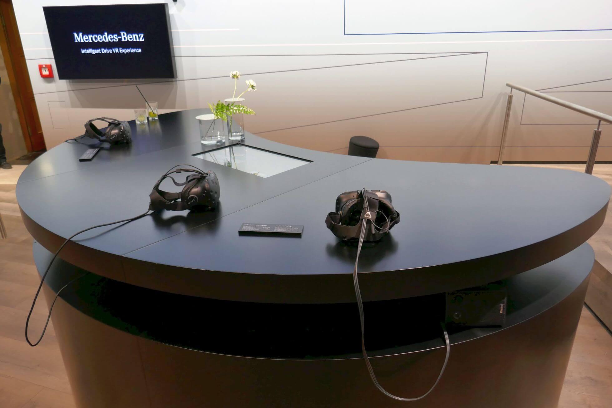 Mit der HTC Vive gibt's bei Daimler die Intelligent Drive VR Experience.