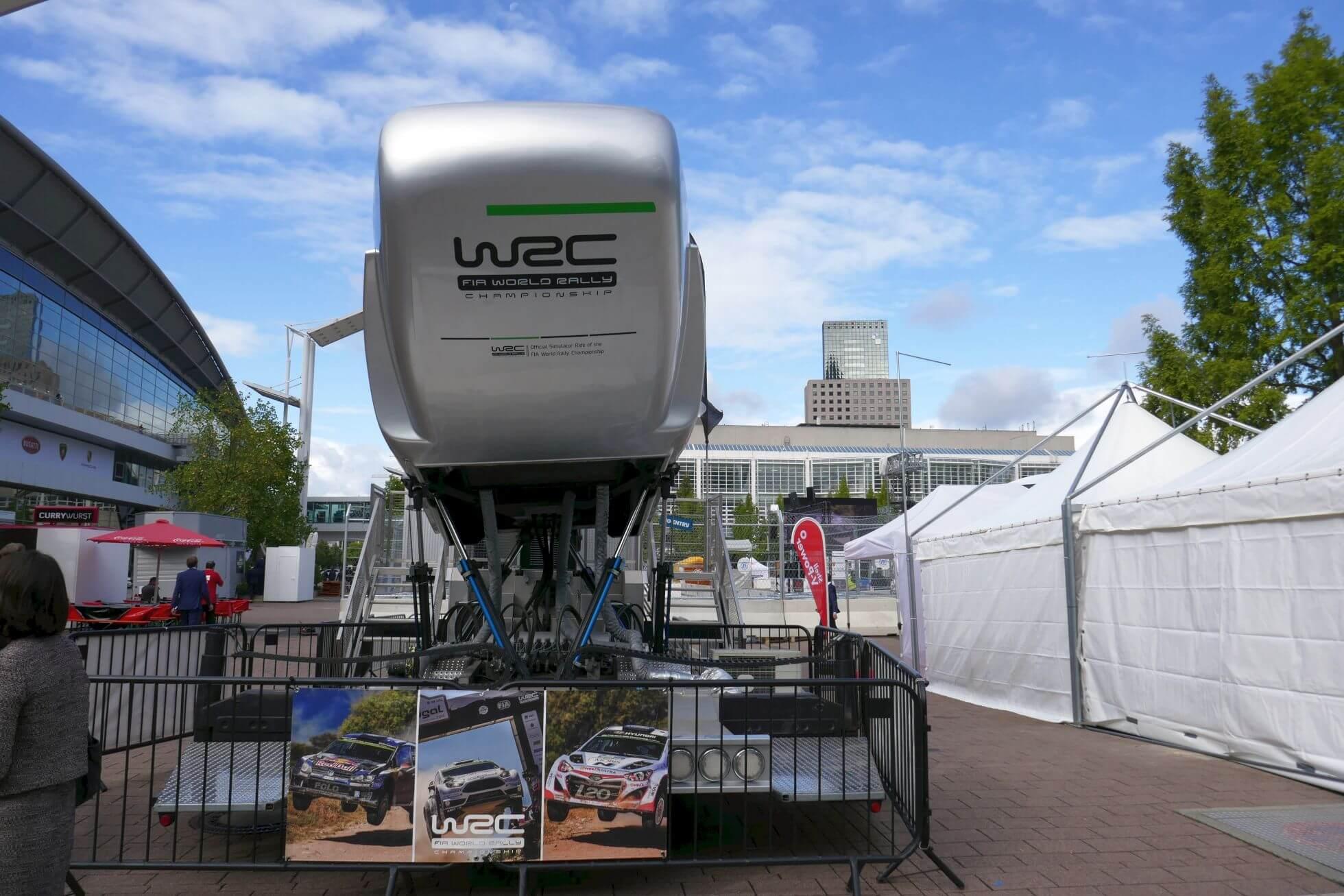 Ride-Simulator 2 von 4: Durch Matsch, Schlamm und Wüste geht bei der World Rally Championship bis ans Limit.