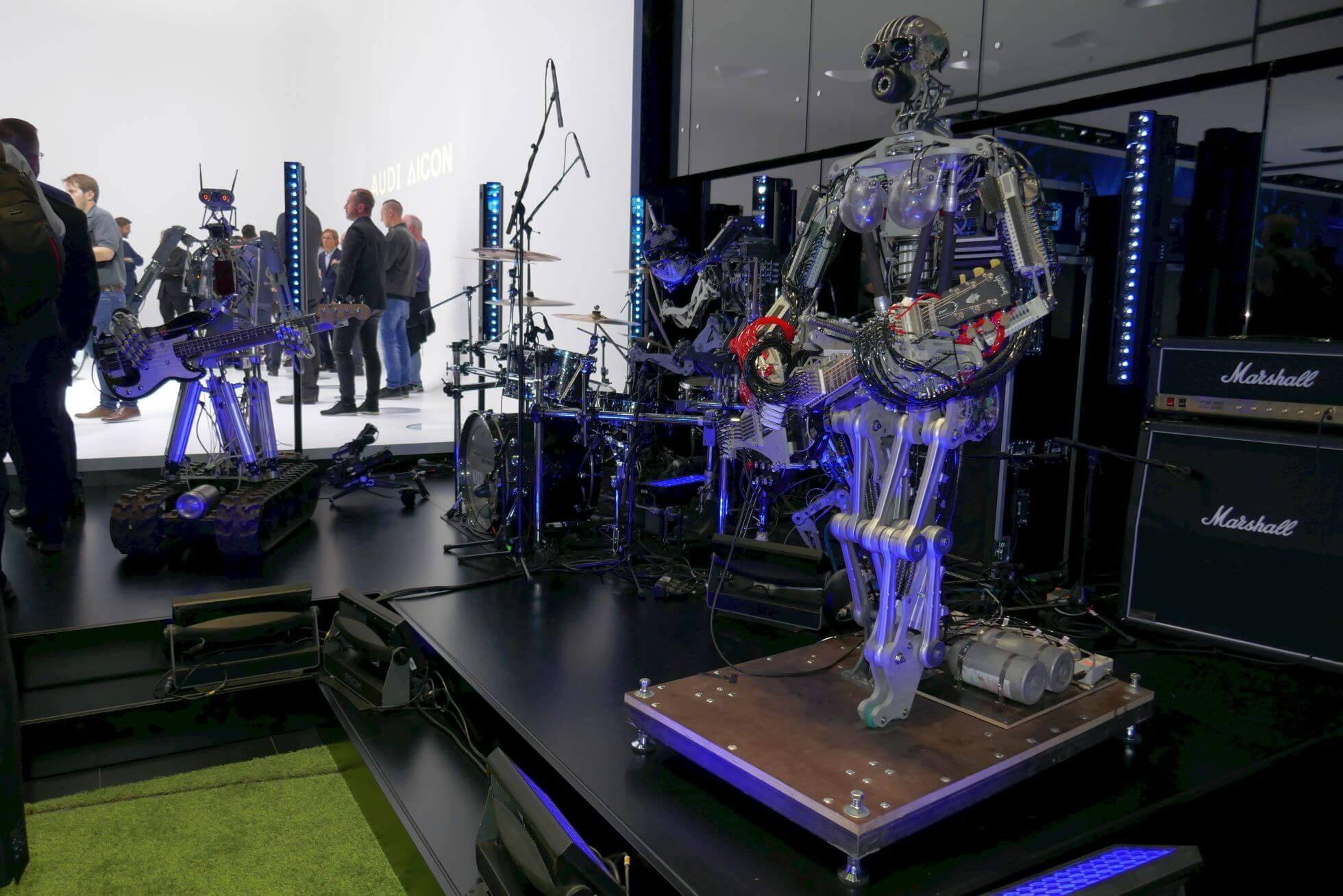 Surreal: eine echte Roboter-Punk-Band rockt die Halle. Debüt-Album ab 24.11.17 im Handel.