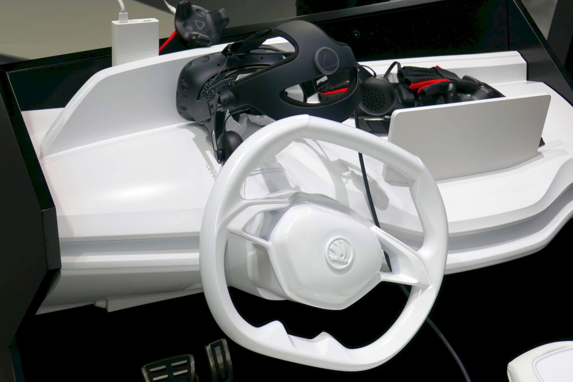 So sieht das Armaturenbrett des Skode Vision E-Cockpit-Mock-ups aus.