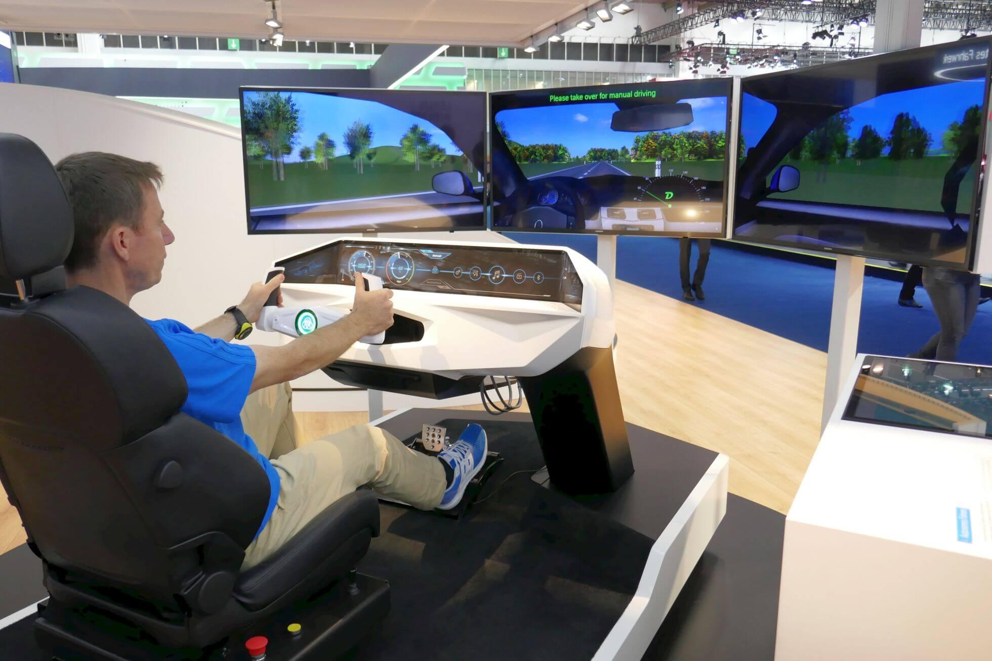 Der Fahrsimulator von ThyssenKrupp funktioniert ohne VR-Brille.