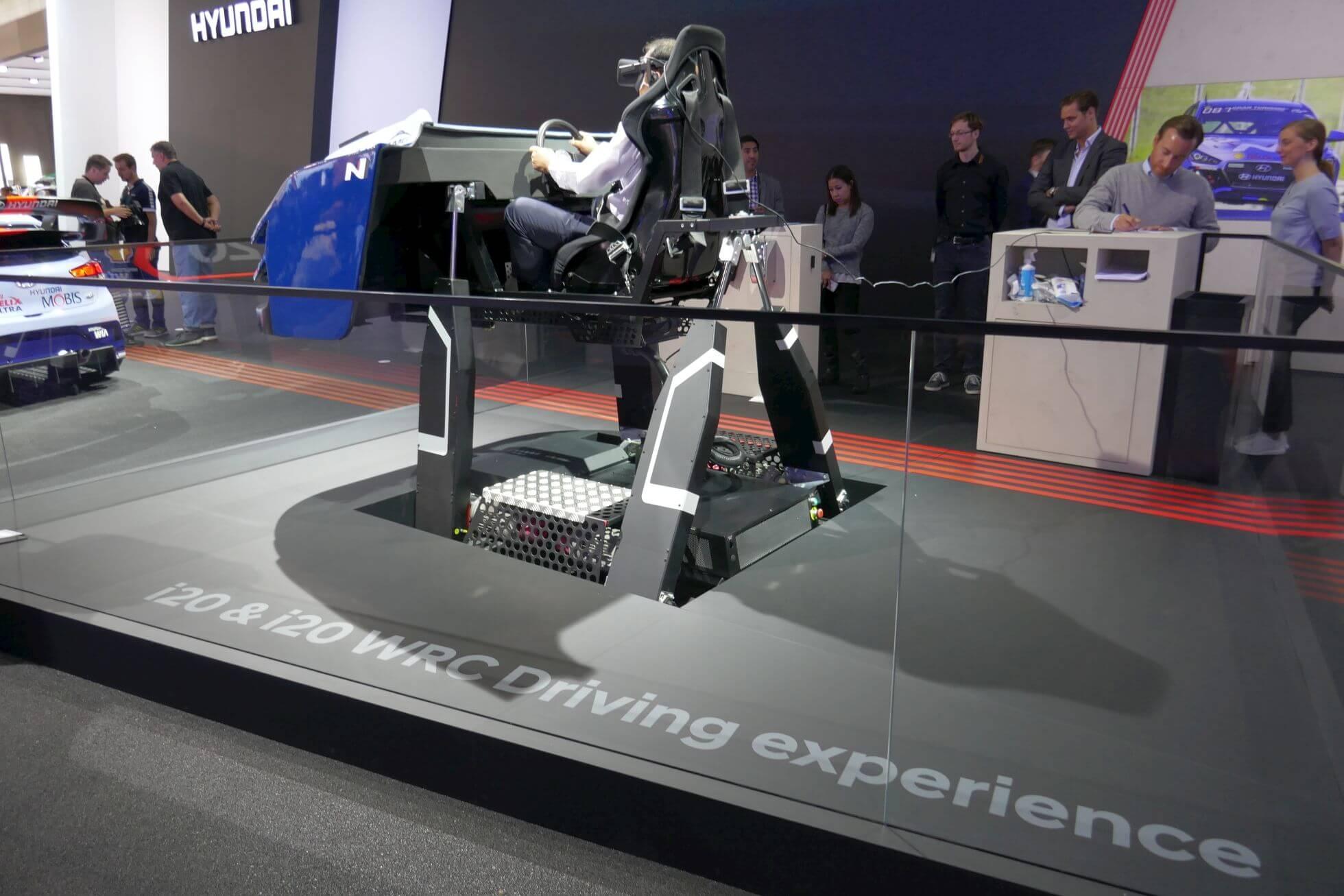 Jetzt wird's ruppig: Die i20 WRC Driving 4D experience von Hyundai.