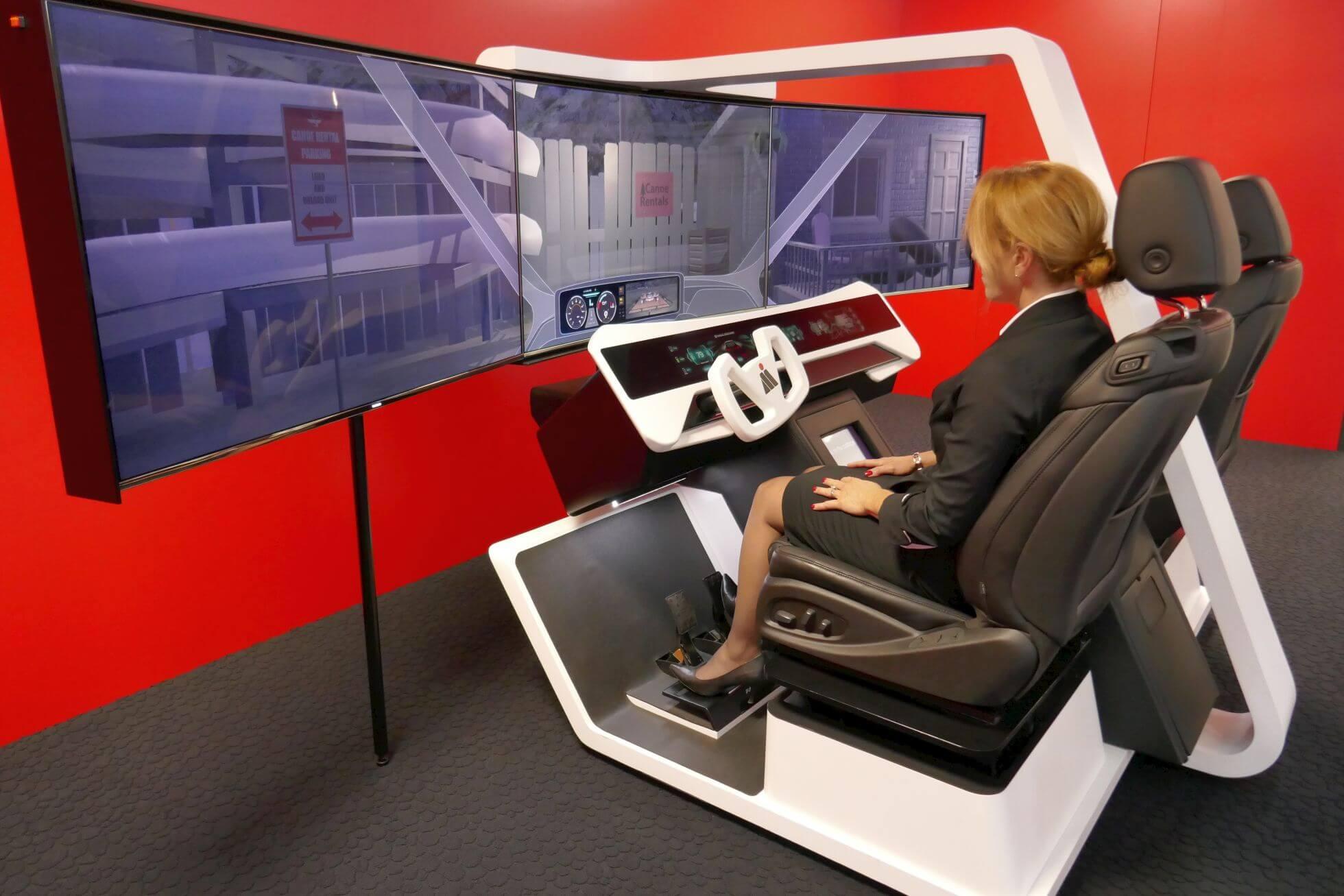 Für den Heimgebrauch vielleicht einen Tick zu groß: Fahrerassistenz-Simulator für autonomes Fahren mit verschiedenen ADAS-Technologien von Magna..