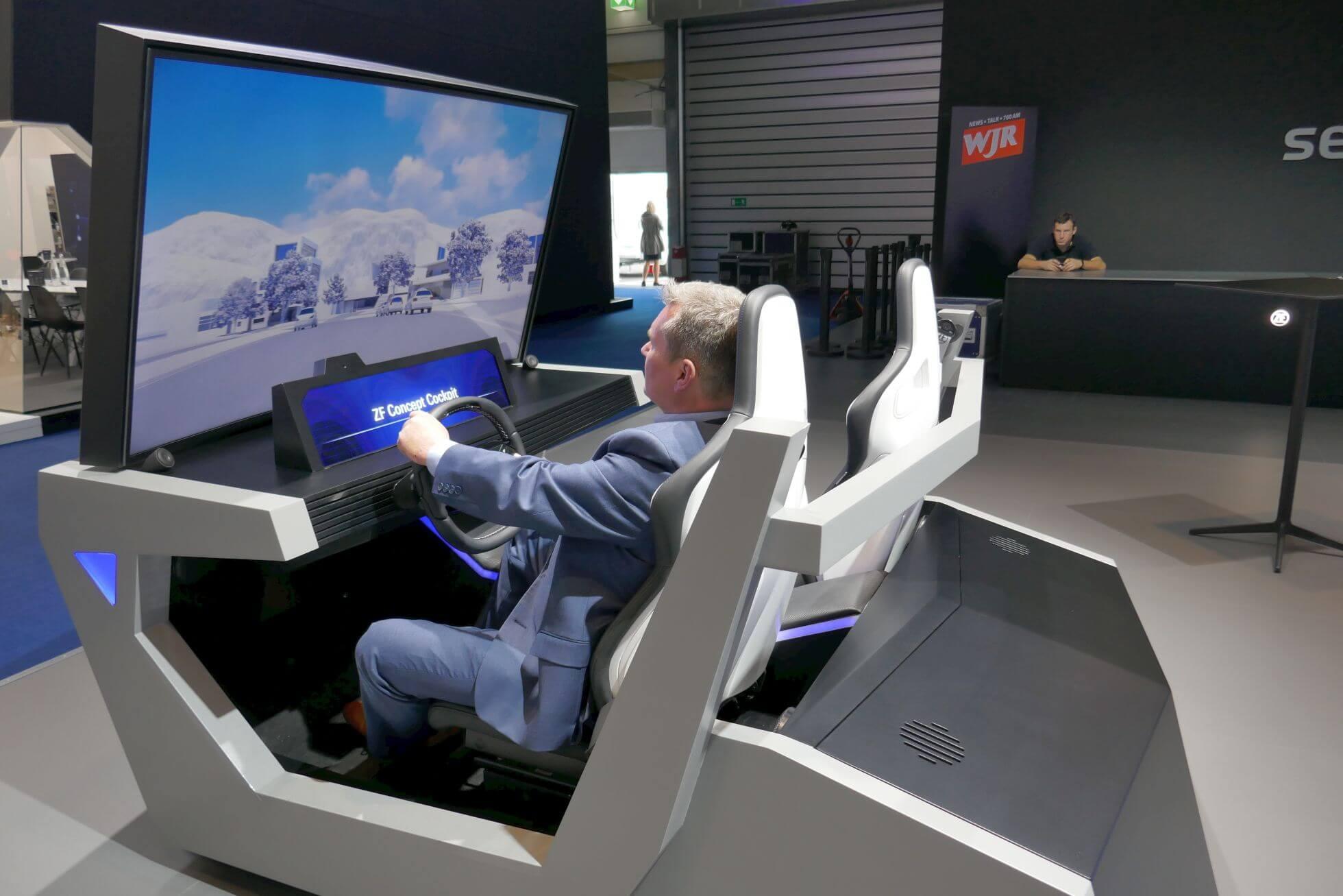 Sehr klotziger Look: das ZF Concept Cockpit aus Friedrichshafen.