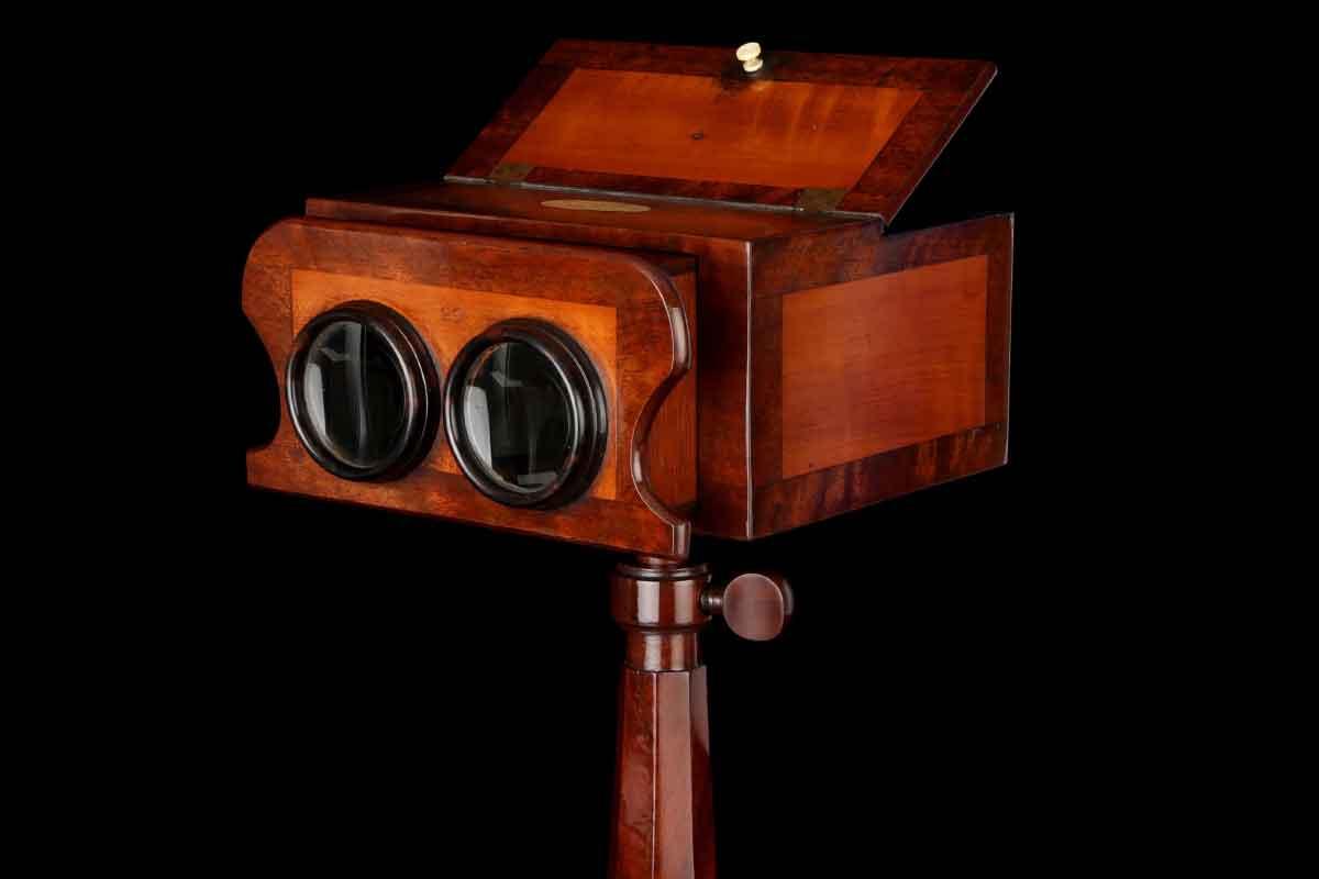 Die ersten Stereoskope aus dem Jahr 1849 weckten niemandes Interesse. Parallelen zur Entwicklung aktueller VR-Brillen sind rein zufällig.