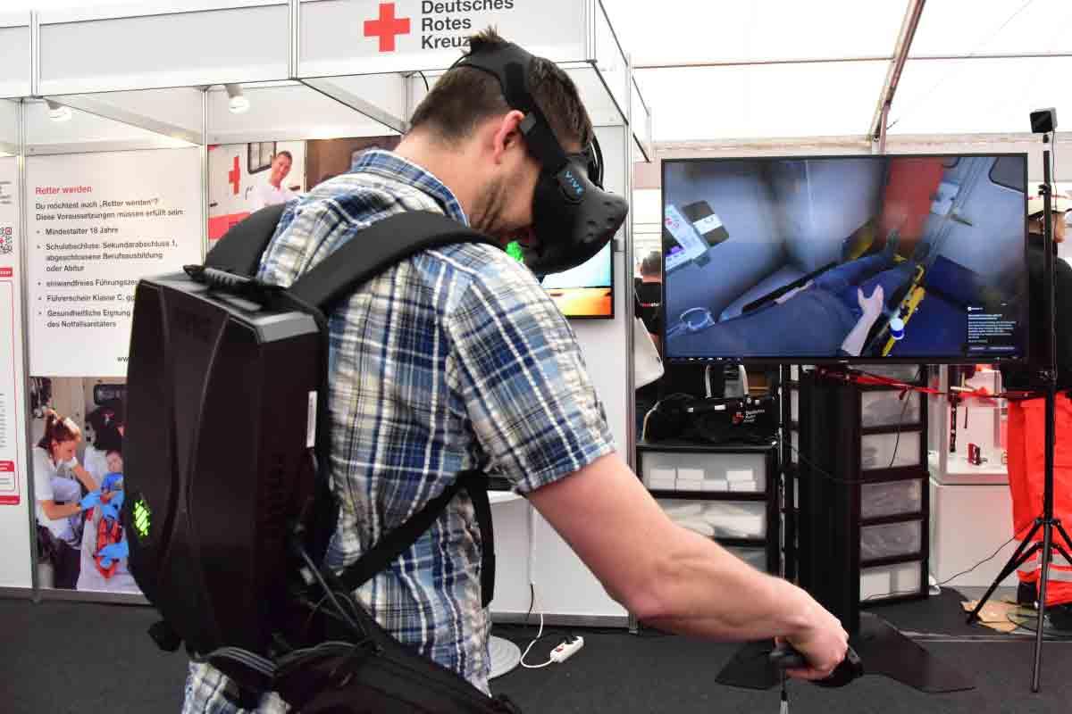 Das Deutsche Rote Kreuz bereitet Sanitäter mit einer virtuellen Rettungsausbildung auf reale Ernstfälle vor.