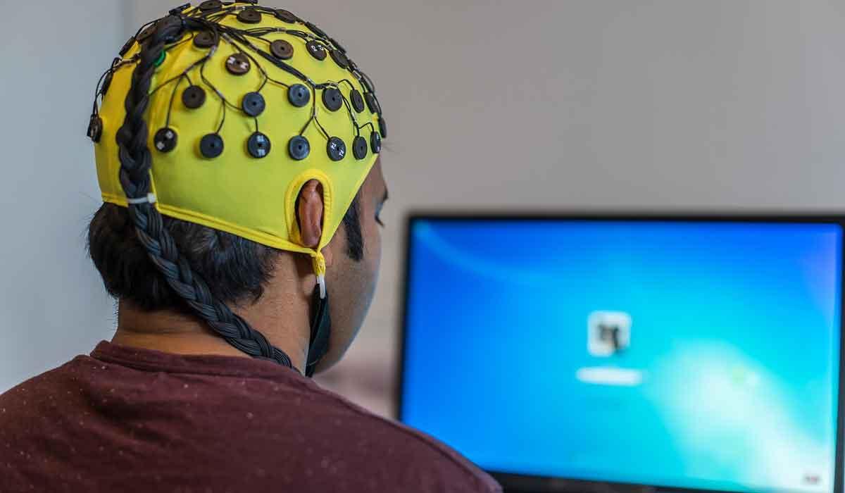 Zukünftig sollen Menschen digitale Inhalte mit der Kraft ihrer Gedanken erstellen. Zuerst will Facebook die Tastatur ersetzen.