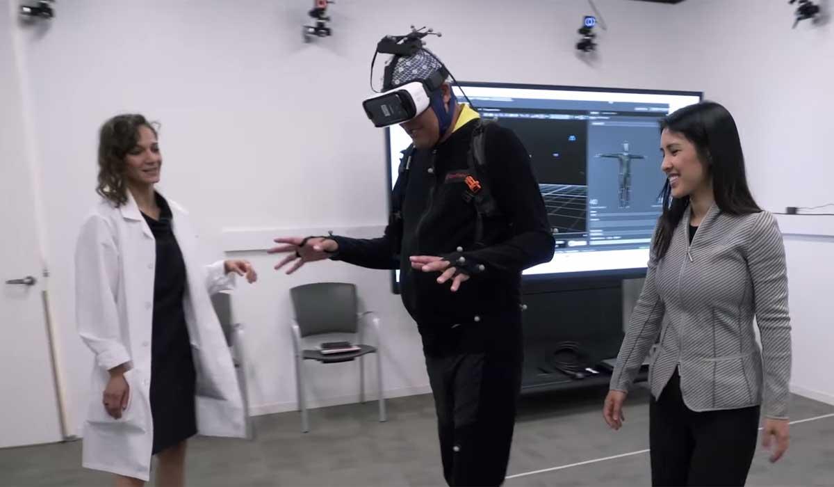 Gehirnforscher der Universität Los Angeles untersuchen mit der VR-Brille und einem Gehirnimplantat, wie Erinnerungen entstehen.