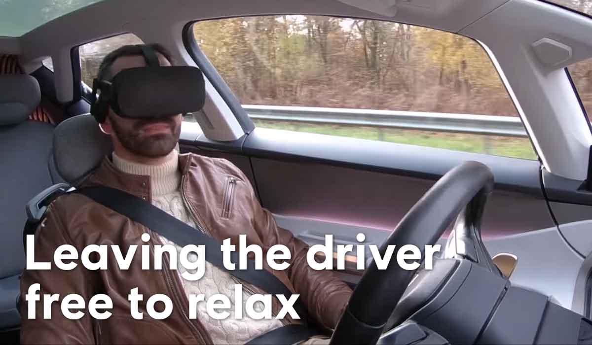 Geht es nach Renault und Ubisoft, vertrauen wir autonomen Fahrzeugen zukünftig blind und setzen die VR-Brille während der Fahrt auf.