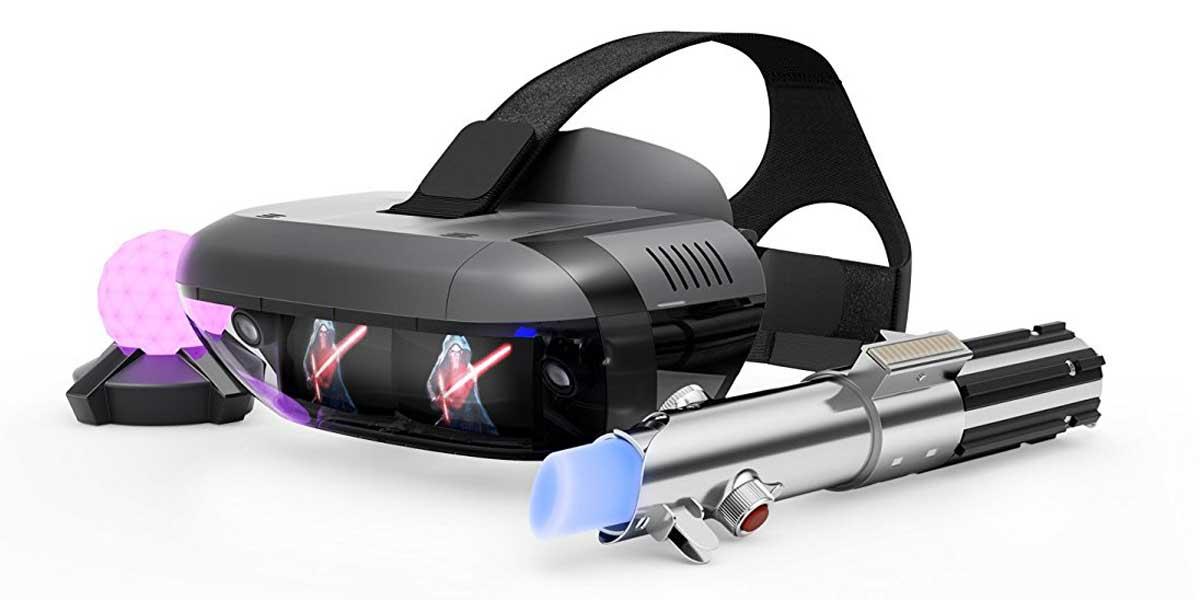 Das komplette Set bestehend aus Lichtschwert, Leuchtball und der AR-Brille. Ganz außen erkennt man die Kamera, daneben die Spiegellinsen. Bild: Lenovo