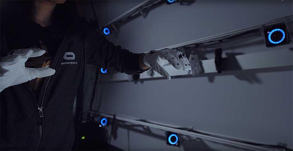 Oculus veröffentlichte ein Video aus den Redmonder Forschungslaboren. Darin sind Oculus' Trackinghandschuhe zum ersten Mal aus der Nähe zu sehen.