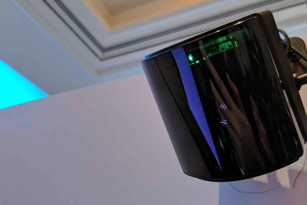 Auf der CES sind Bilder von Valves neuen Basisstationen aufgetaucht. Sie zeigen eine gewölbte Vorderseite und eine spiegelnde Abdeckung.