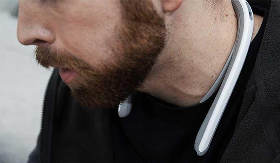 Fitt360 ist Nackenbügel mit integrierter 360-Grad-Kamera. Nutzer können damit Erlebnisse aus der Blickperspektive festhalten und haben die Hände beim Filmen frei.