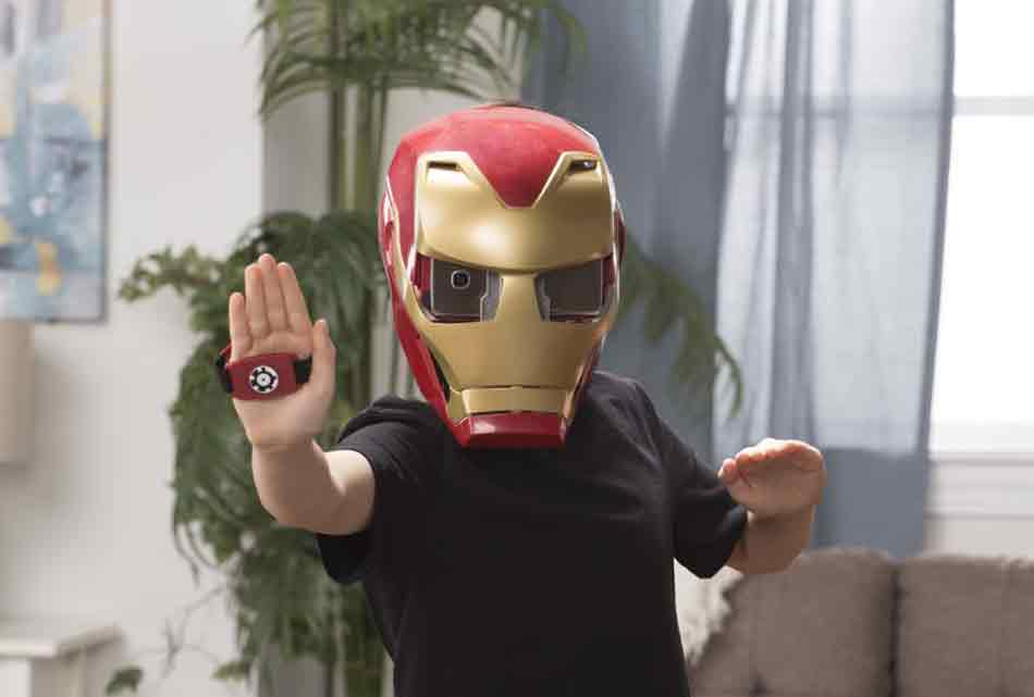 Hasbro stellt im Vorfeld einer New Yorker Spielzeugmesse ein Augmented-Reality-Spiel vor, das den Nachwuchs in den Superhelden Iron Man verwandelt.