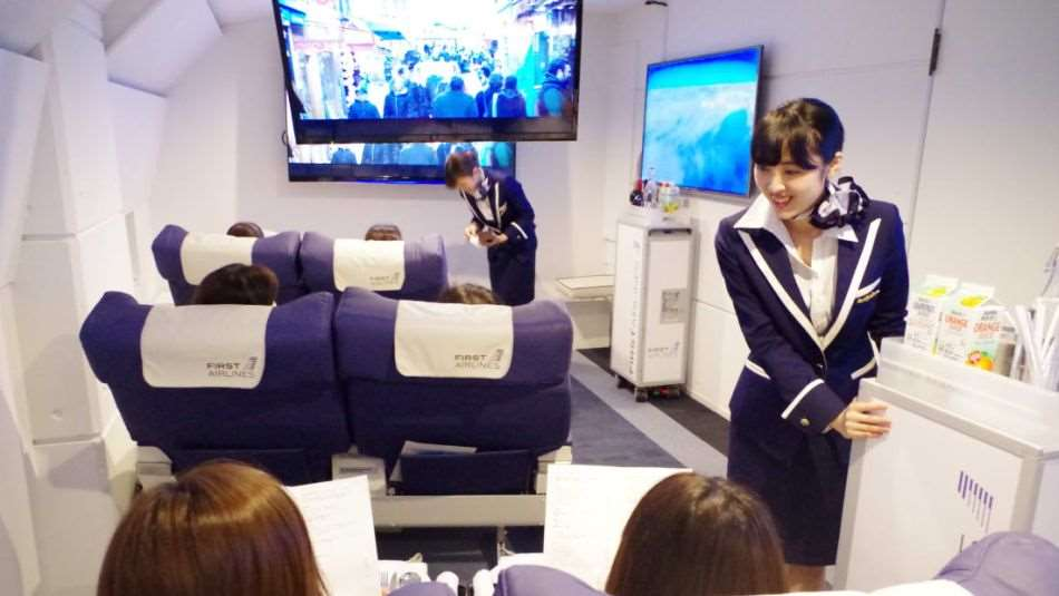Virtuelle Rundreisen sind beliebt - eine japanische Fluglinie reduziert den Gedanken auf eine rein virtuelle Flugreise in echten Flugzeugsitzen.