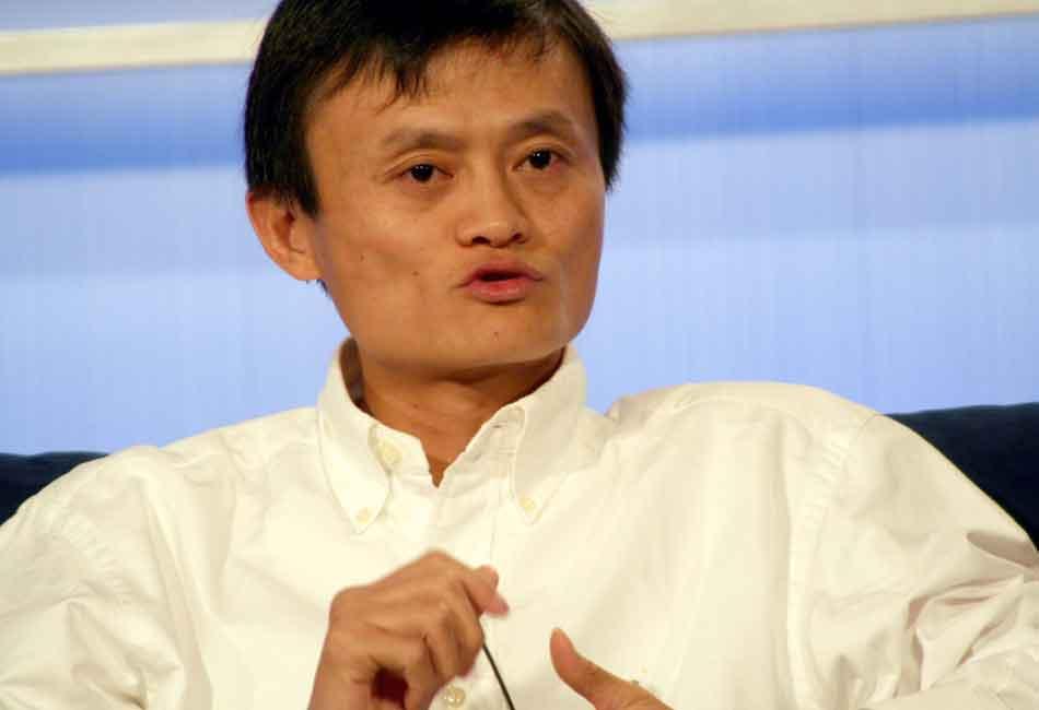 Der chinesische Internet-Unternehmer Jack Ma investiert in Künstliche Intelligenz und wünscht sich einen dritten Weltkrieg: Und zwar gegen Krankheit und Armut.