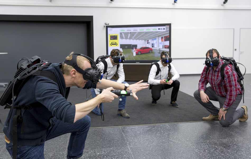 Der Endverbrauchermarkt stöhnt über hohe Preise für VR-Brillen. Die Industrie reibt sich die Hände: Virtual Reality wird endlich günstig und praktisch.