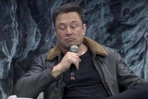 """Musk unterscheidet zwischen Spezial-KIs, die nur ein bisschen Aua machen, und einer """"digitalen Superintelligenz""""."""
