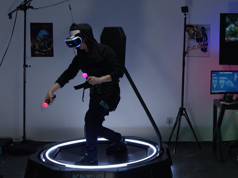 Der chinesische VR-Laufband-Hersteller KatVR verspricht ein wohnzimmertaugliches VR-Laufband. Eine Kickstarter-Kampagne soll die Finanzierung richten.