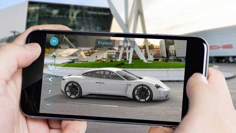 """Mit einer Augmented-Reality-App fürs iPhone und Android will Porsche die Vorzüge des E-Konzeptautos """"Mission E"""" visualisieren."""