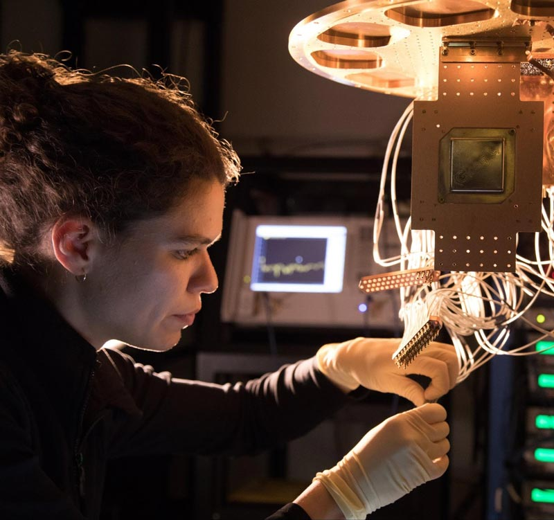 So sieht es laut Google aus, wenn der Quantenprozessor installiert wird. Bild: Google