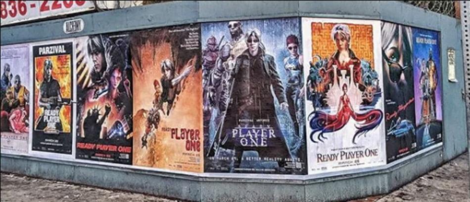 In Los Angeles hängen sehr ungewöhnliche Filmplakate für Ready Player One aus.