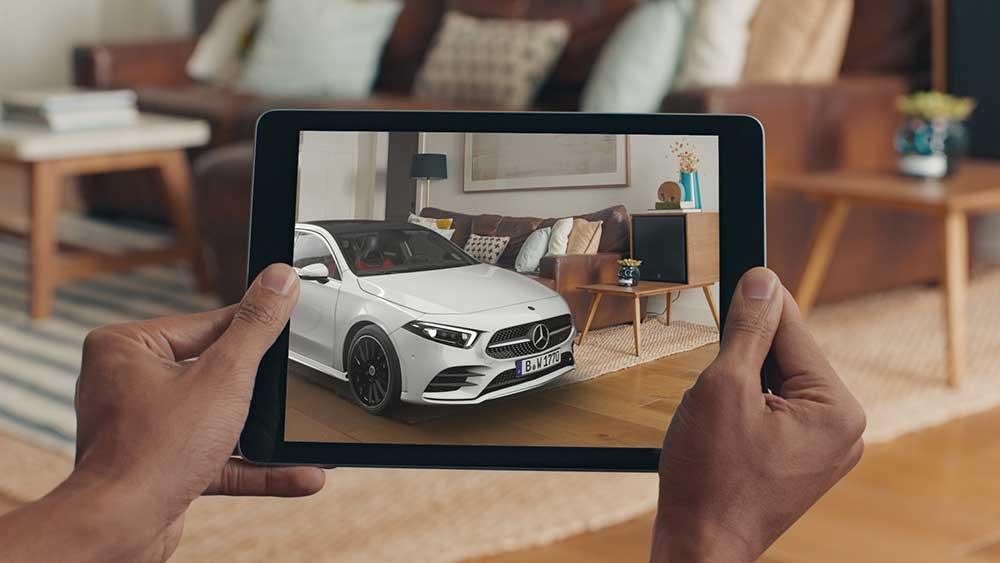Zur Markteinführung der neuen A-Klasse veröffentlicht Mercedes-Benz Deutschland eine AR-App und baut den VR-Vertrieb in Autohäusern aus.
