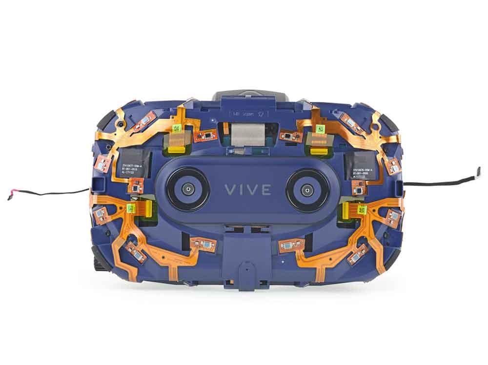 Die Spezialisten von iFixit haben Vive Pro in ihre Bestandteile zerlegt und mit der Standard-Vive verglichen.