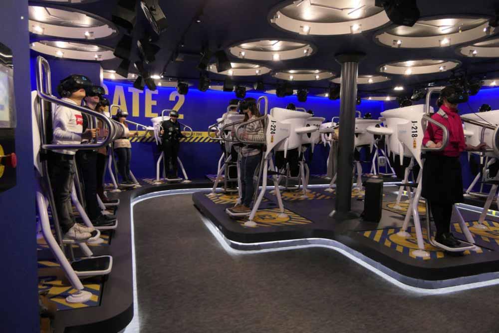 Das französische Unternehmen Flyview bietet virtuelle Jetpack-Ausflüge über die Dächer von Paris an. Dafür wurde eigens ein Jetpack-Simulator konstruiert.