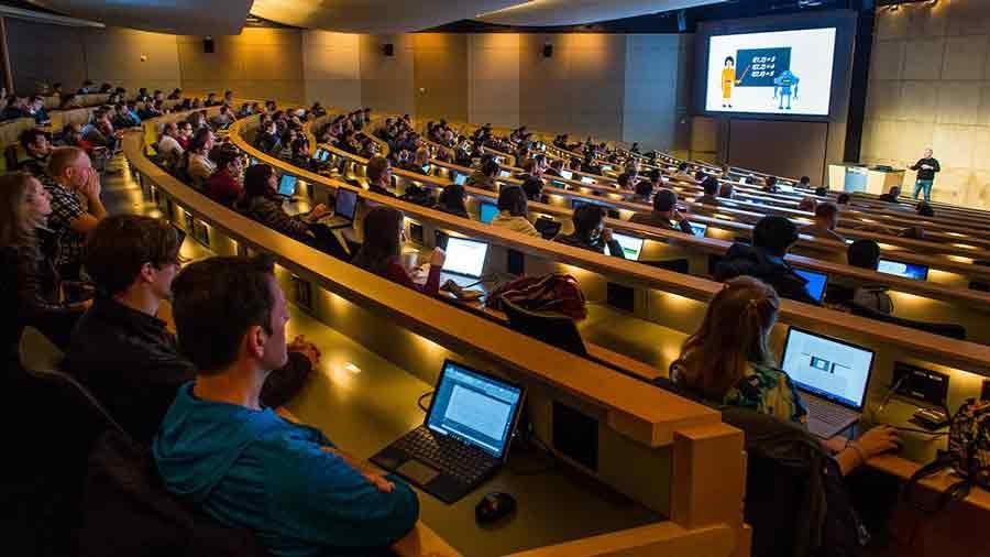 Spezialisten für Künstliche Intelligenz werden dringend gesucht. Microsofts Trainingskurs soll KI-Wissen in die Breite bringen.